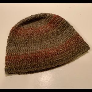 KID'S KNITTED HAT.
